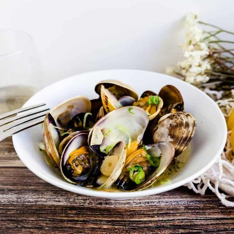 White Wine Garlic Manila Clams LowCarbingAsian Cover